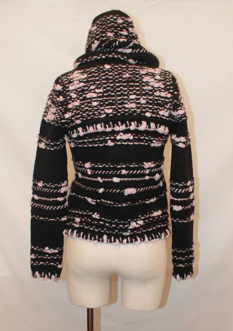 Chanel Pink & Black Cashmere Woven Sweater - 36 In Excellent Condition For Sale In Palm Beach, FL