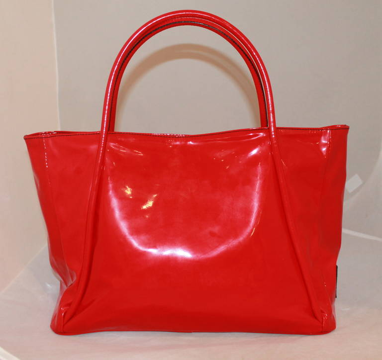 Valentino Red Plastic Bow Bag In Excellent Condition For Sale In Palm Beach, FL