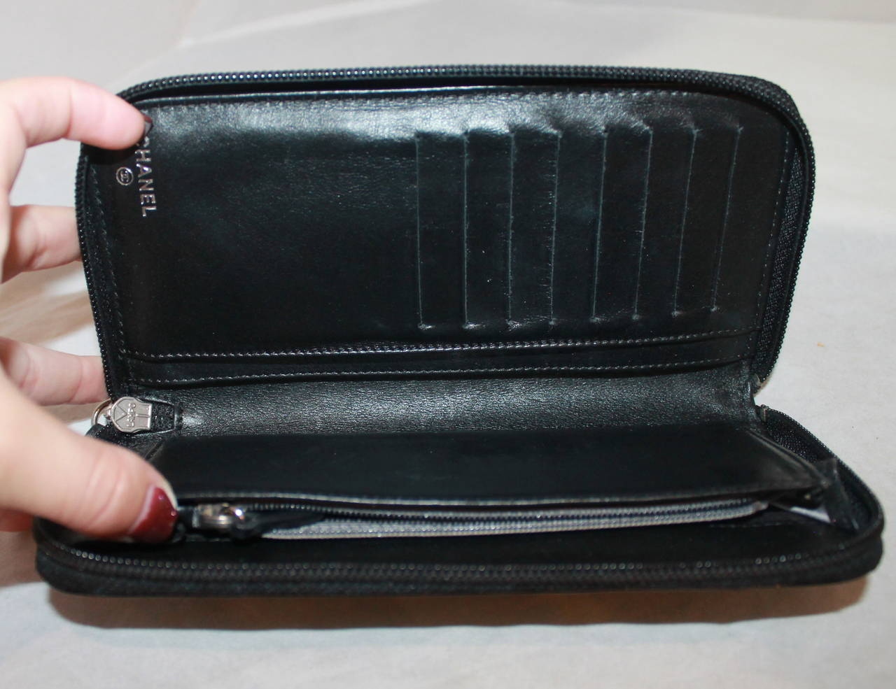 4639ec24961b Chanel Black Patent Zippy Wallet with Camellias In Excellent Condition For  Sale In Palm Beach,