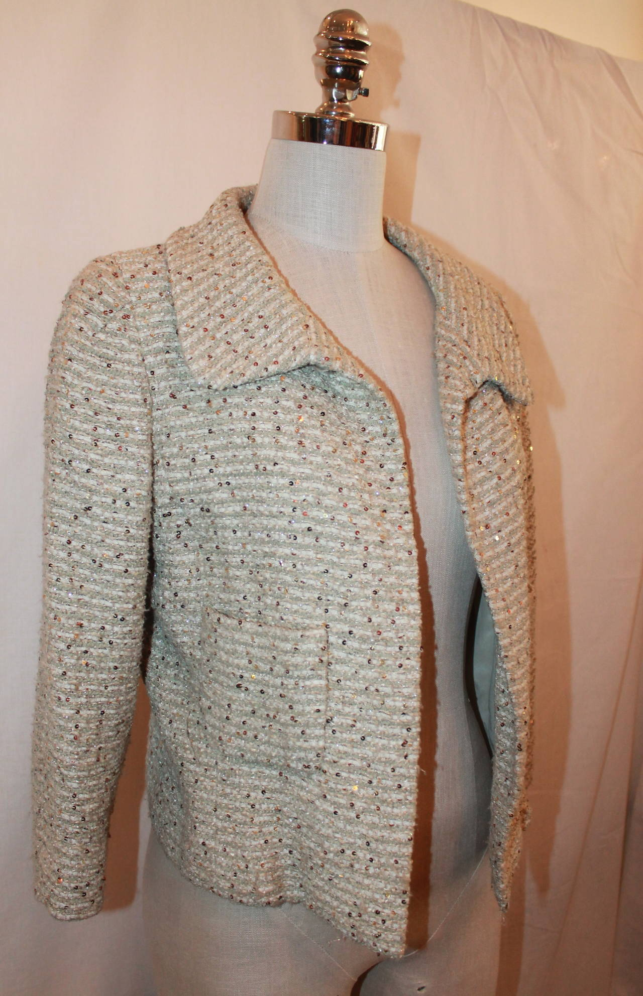 "Oscar De La Renta Cream Metallic Tweed with Sequin Jacket - 8. This jacket is in excellent condition with no pulls.  Measurements: Bust- 37"" Shoulder to Shoulder- 15"" Sleeve Length- 19"" Length- 20"""