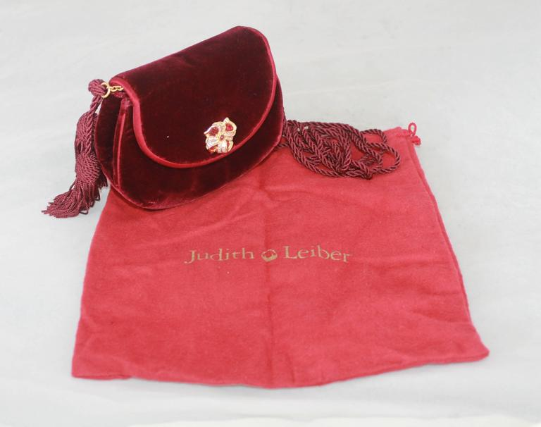 Judith Leiber 1990's Vintage Burgundy Velvet Small Evening Bag For Sale 2