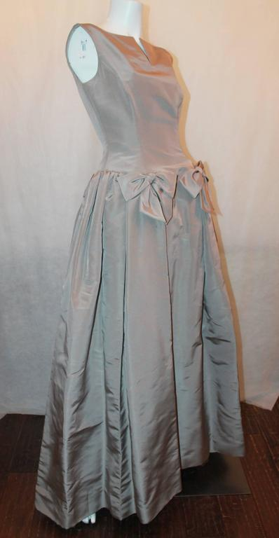Gray Oscar de la Renta Taupe Silk Taffeta Ball Gown - 12 For Sale