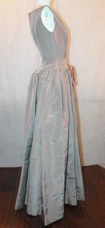 Oscar de la Renta Taupe Silk Taffeta Ball Gown - 12 In Excellent Condition For Sale In Palm Beach, FL
