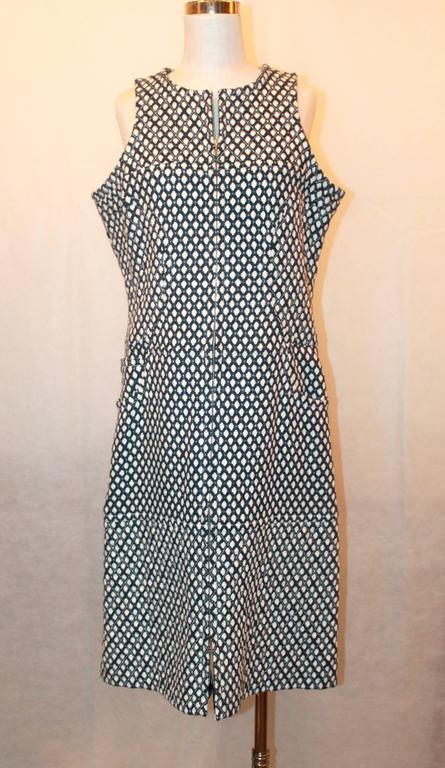 Chanel Navy & White Tweed Sleeveless Shift Dress w/ Front Zipper & Pockets - 42.  This beautiful Chanel dress is in excellent condition.  It features a shift shape, a silver