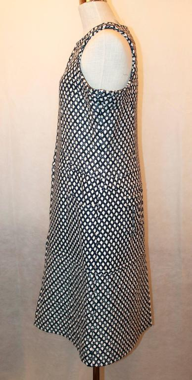 Black Chanel Navy & White Tweed Sleeveless Shift Dress with Front Zipper & Pockets - 4 For Sale