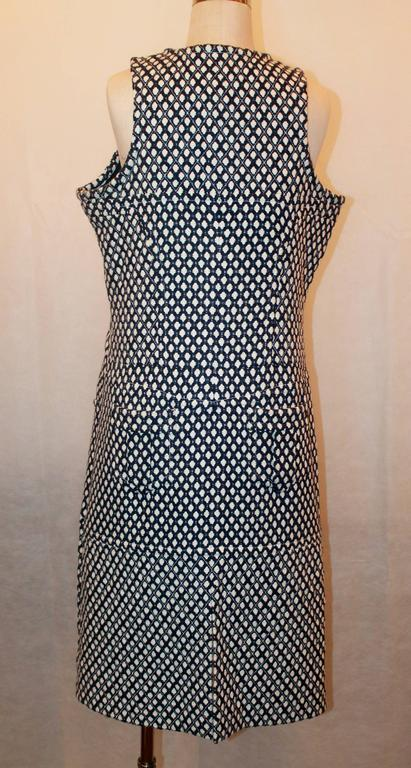 Chanel Navy & White Tweed Sleeveless Shift Dress with Front Zipper & Pockets - 4 In Excellent Condition For Sale In Palm Beach, FL