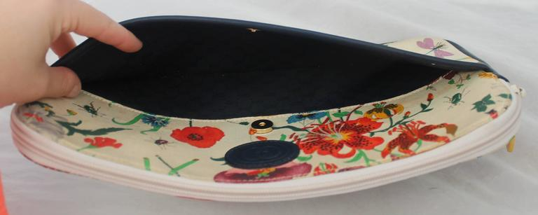Brown Gucci Vintage Flora Canvas Clutch w/ Navy Leather Trim - GHW - Circa 1970's For Sale