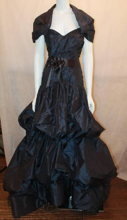 Oscar de la Renta Navy Silk Taffeta Strapless Gown - 14.  This beautiful Oscar gown is in excellent condition.  It features a gorgeous navy silk taffeta, a bow, a self-belted ribbon sash around the empire waist, a two-tiered bubble skirt, a fitted