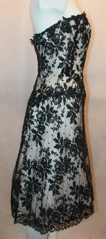 Vicky Tiel Black & White Lace Strapless Dress w/ Beading - 44 In Excellent Condition For Sale In Palm Beach, FL