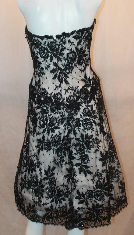Women's Vicky Tiel Black & White Lace Strapless Dress w/ Beading - 44 For Sale