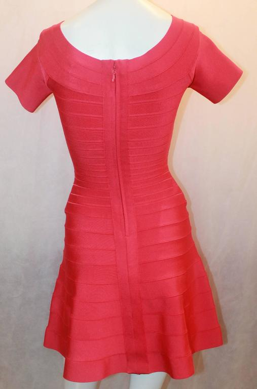 Herve Leger Raspberry Stretch Short Sleeve Dress - XS In Excellent Condition For Sale In Palm Beach, FL