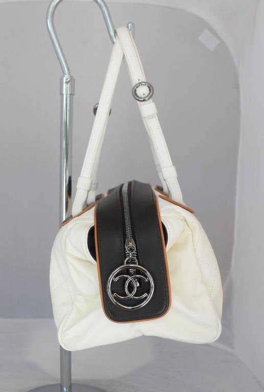 Chanel White and Black with Brown Trim Quilted Lambskin Shoulder Bag - PHW In Good Condition For Sale In Palm Beach, FL