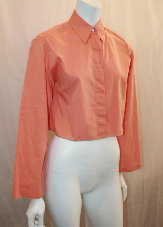 Chanel Vintage Orange Cotton Collared Cropped Top - 36 - 99P. This top is in excellent condition and is perfect for the spring and summer seasons. It features wide long sleeves, hidden buttons, and a faint olive trimming. 