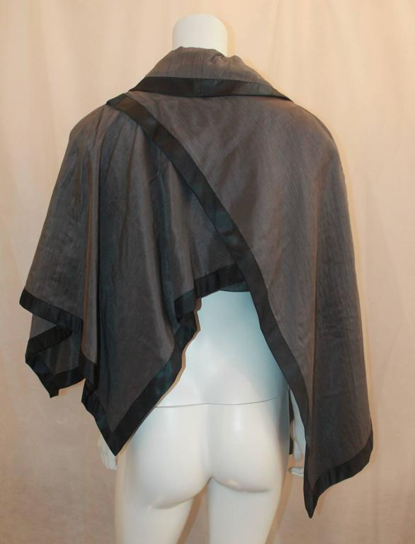 Women's Nina Ricci Vintage Gray and Black Linen and Silk Blend Vest/Cape -  44 For Sale