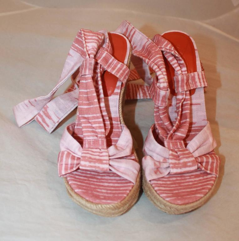 Brown Stuart Weitzman Coral and Pink Canvas Printed Espadrille Tie-Up Wedges - 6.5 For Sale