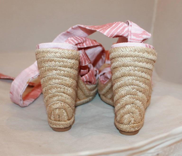 Stuart Weitzman Coral and Pink Canvas Printed Espadrille Tie-Up Wedges - 6.5 In New Condition For Sale In Palm Beach, FL