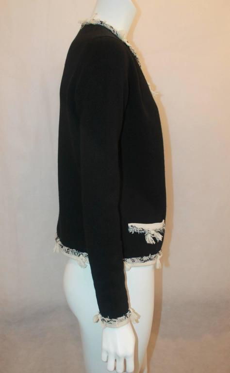 Chanel Black Cashmere Cardigan with Ivory Tweed Trim - 38 In Good Condition For Sale In Palm Beach, FL