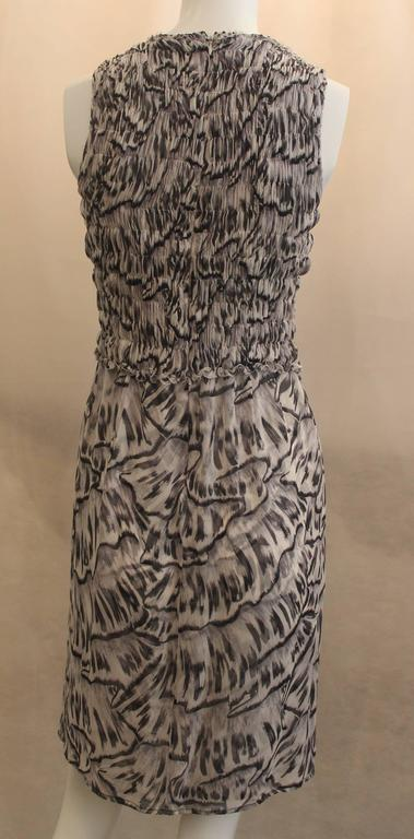 Bottega Veneta Silk Gray Animal Printed Sleeveless Ruched Dress - 40 In Good Condition For Sale In Palm Beach, FL