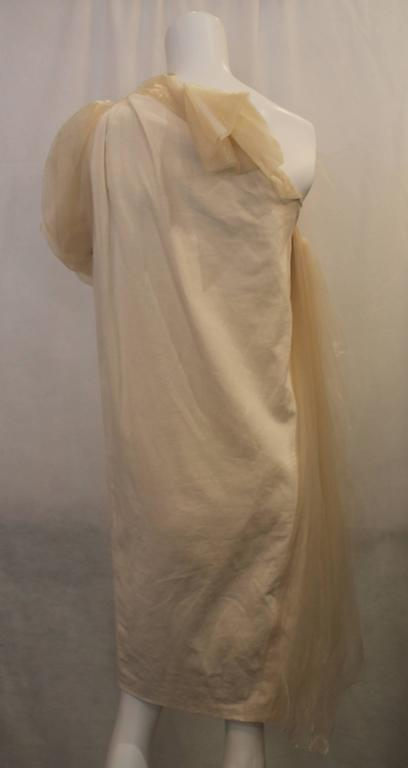 Bottega Veneta Cream Linen One Shoulder Dress with Silk Detail - 40 In Excellent Condition For Sale In Palm Beach, FL
