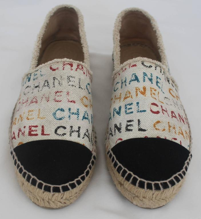 Chanel Black and Cream with Multi-Colored Print Flat Espadrilles - 41 In Excellent Condition For Sale In Palm Beach, FL