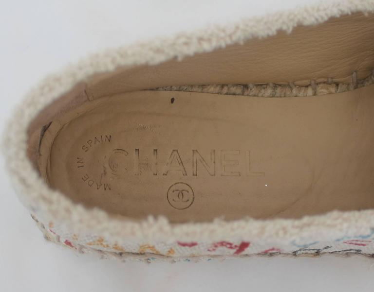 Chanel Black and Cream with Multi-Colored Print Flat Espadrilles - 41 For Sale 2