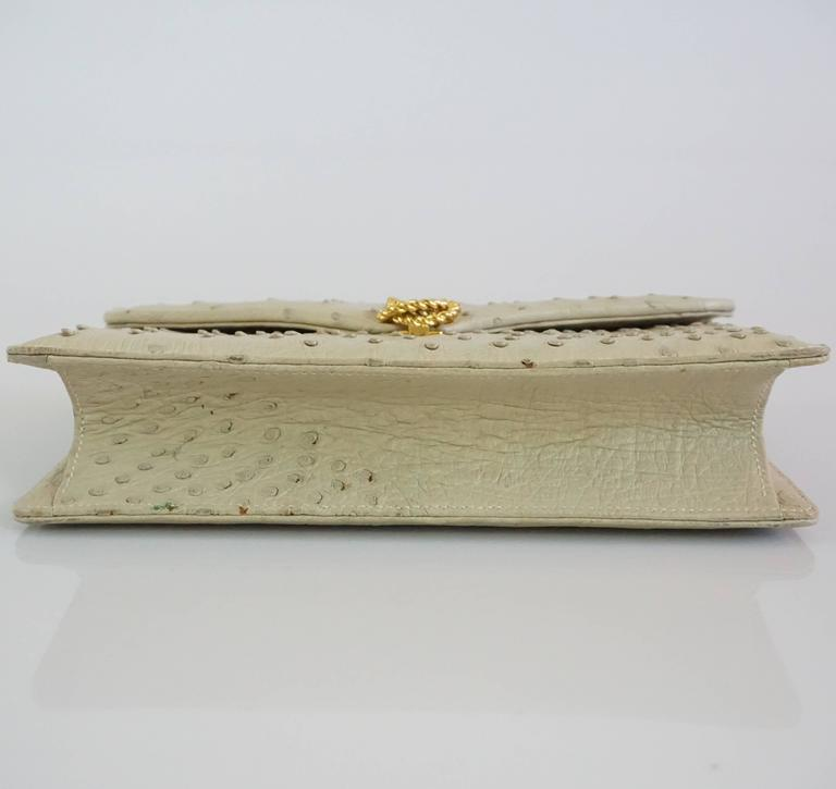 Gucci Bone Ostrich Envelope Clutch with Gold Clasp - 1950's In Excellent Condition For Sale In Palm Beach, FL