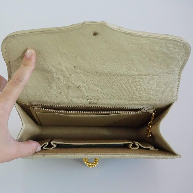 Women's or Men's Gucci Bone Ostrich Envelope Clutch with Gold Clasp - 1950's For Sale