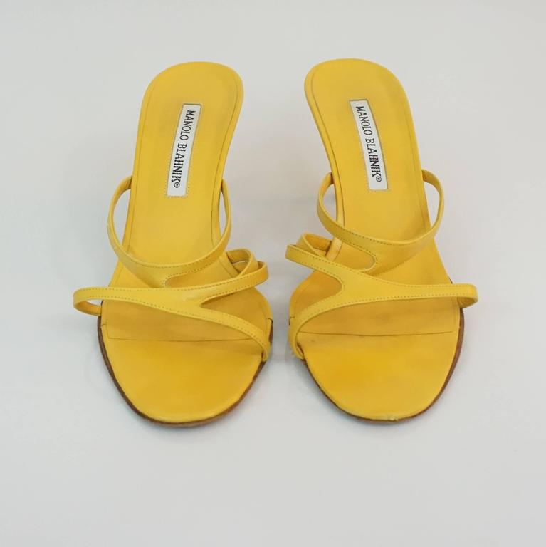 Manolo Blahnik Yellow Leather strappy sandal - 37 In Excellent Condition For Sale In Palm Beach, FL