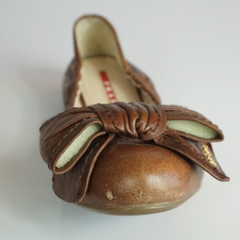 Prada Brown Leather Scrunch Ballet Flats with Bow - 35 For Sale 2