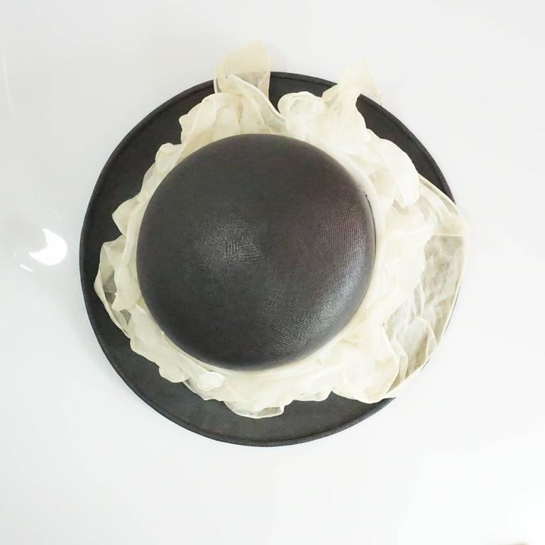 Suzanne Couture Millinery Black French Straw Hat w/ Ivory Silk Ruched Ribbon In Excellent Condition For Sale In Palm Beach, FL