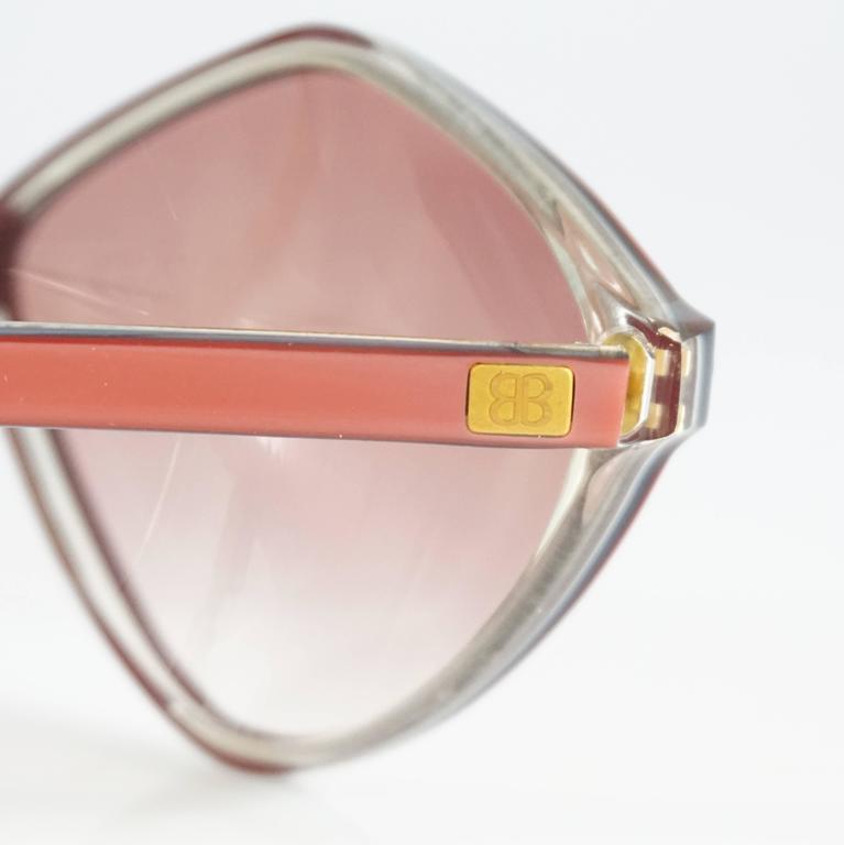 Balenciaga Pink Diamond Shape Lucite Sunglasses - 1970's  In Excellent Condition For Sale In Palm Beach, FL