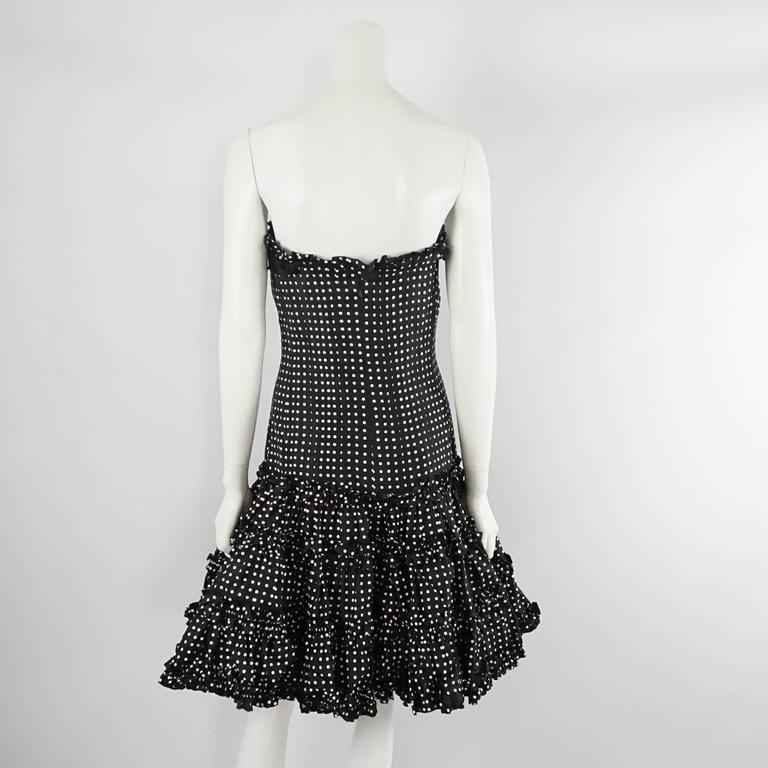 Oscar de la Renta Black and White Polka Dot Strapless Dress - 8 In Excellent Condition For Sale In Palm Beach, FL