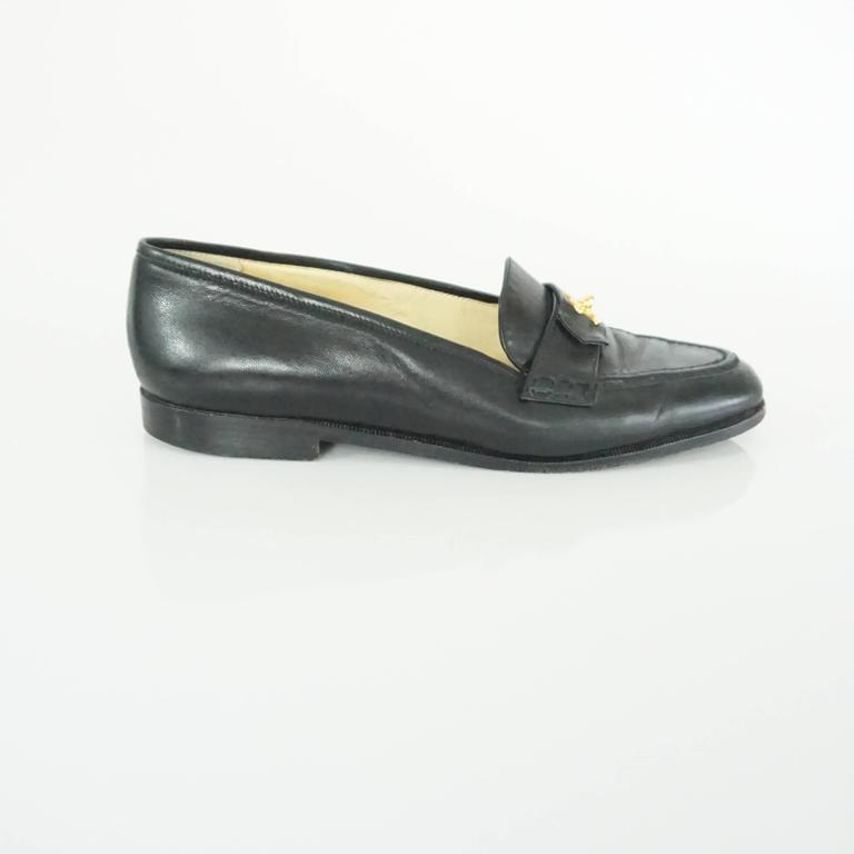 """Chanel Black Leather Loafers with """"CC"""" Turnkey Detail - 40 2"""