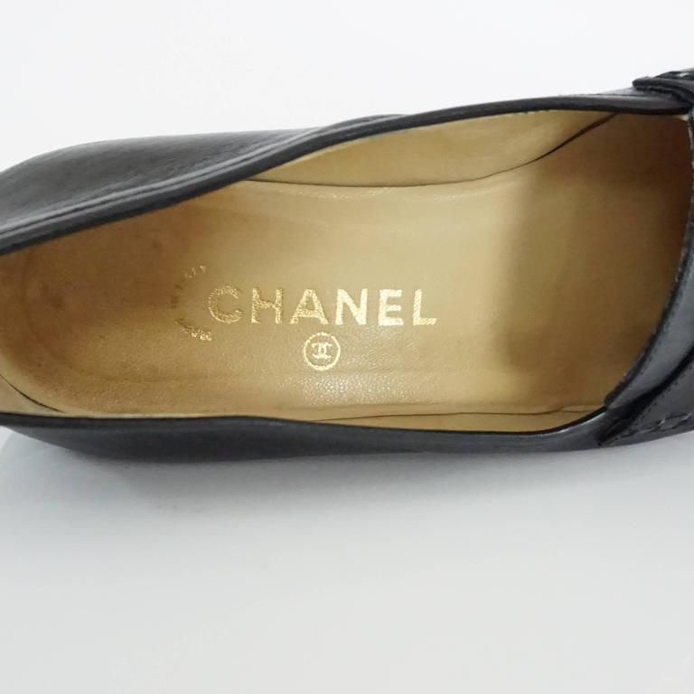 """Chanel Black Leather Loafers with """"CC"""" Turnkey Detail - 40 7"""