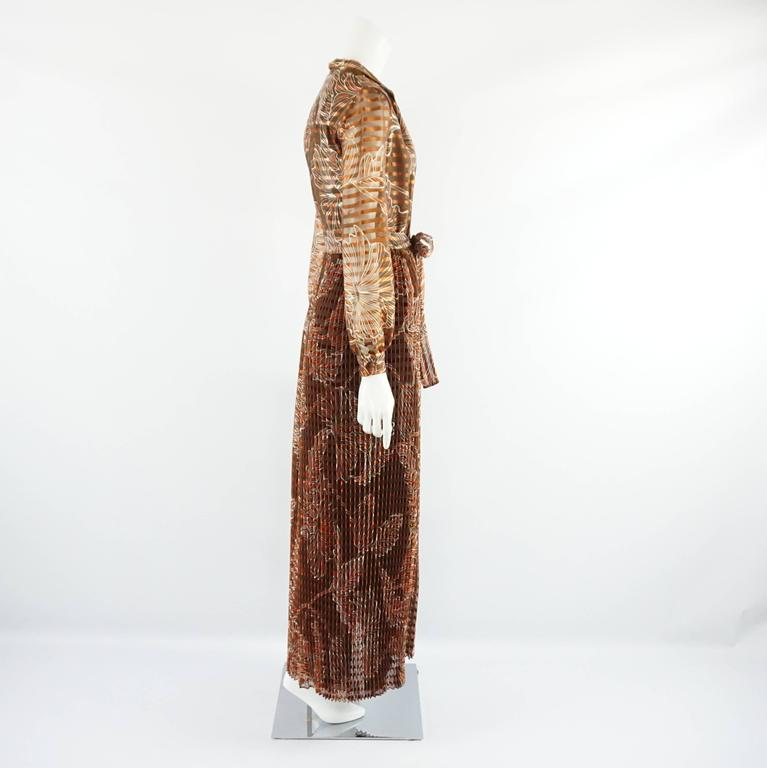 "This Oscar de la Renta vintage rust colored silk organza gown features a print. There is a waist tie. This gown is in very good condition with minor overall wear.  Measurements Shoulder to Shoulder: 15.5"" Sleeve Length: 24.5"" Bust:"
