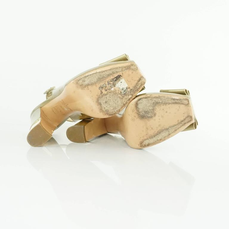 Valentino Gold Patent Slingbacks with Bow and Chunky Heel - 36.5  For Sale 2