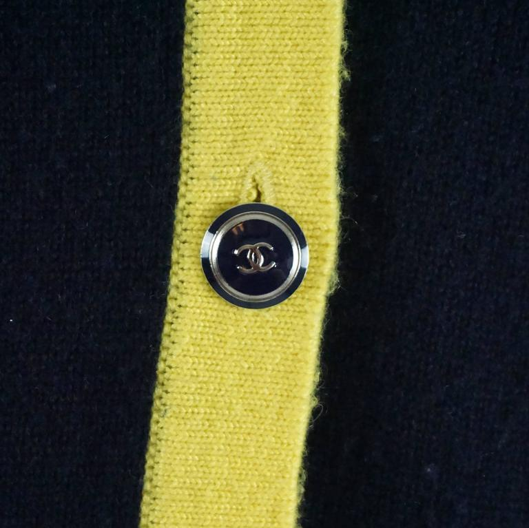 Chanel Navy and Yellow Trim Cashmere Sweater - 42 In Good Condition For Sale In Palm Beach, FL