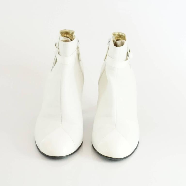 Chanel White Lambskin and Patent Leather Ankle Boots - 39.5 In Fair Condition For Sale In Palm Beach, FL