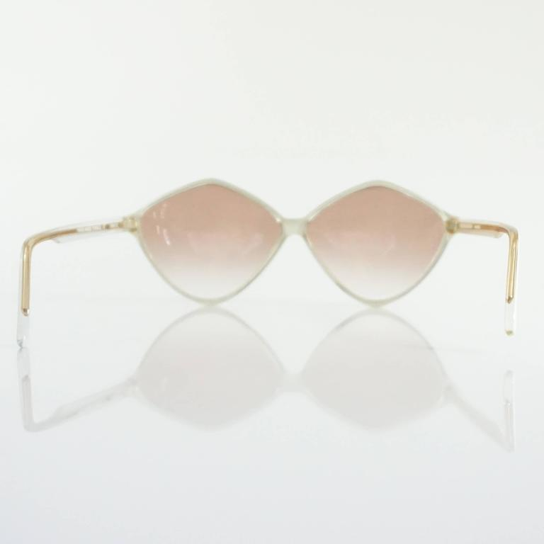 Balenciaga Red and White Diamond Shape Lucite Sunglasses In Excellent Condition For Sale In Palm Beach, FL