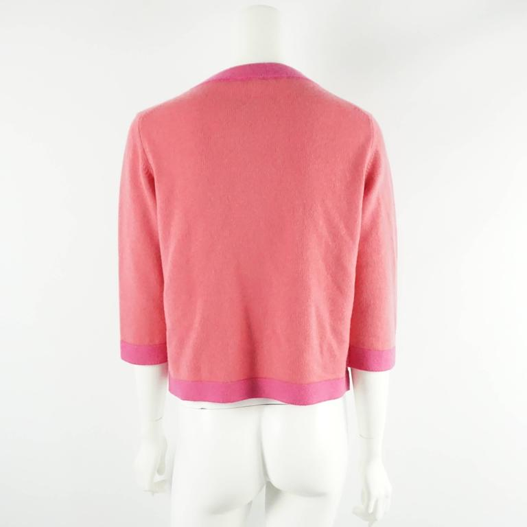 Chanel Salmon and Pink Trim Cashmere Sweater - 42 - 07P In Excellent Condition For Sale In Palm Beach, FL