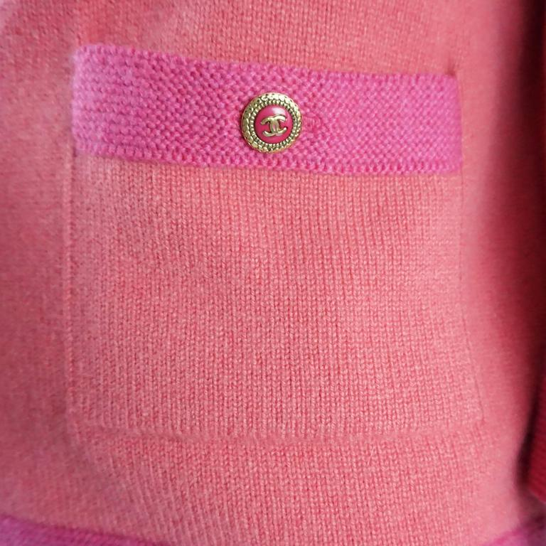 Women's Chanel Salmon and Pink Trim Cashmere Sweater - 42 - 07P For Sale