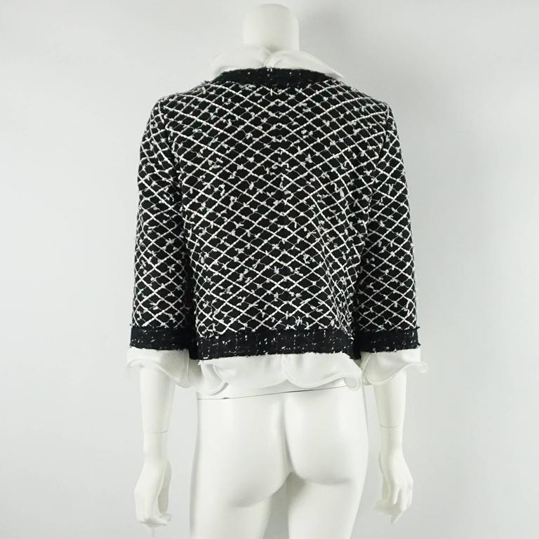 Oscar de la Renta Black and White Tweed Jacket - 10 In Excellent Condition For Sale In Palm Beach, FL