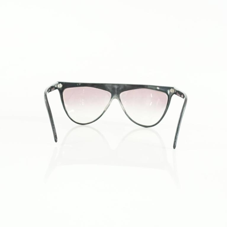 Laura Biagiotti Black Sunglasses with Red Detailing In Good Condition For Sale In Palm Beach, FL
