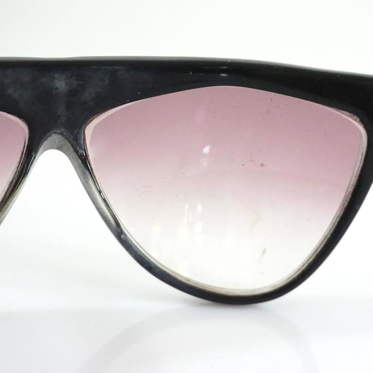 Laura Biagiotti Black Sunglasses with Red Detailing For Sale 2