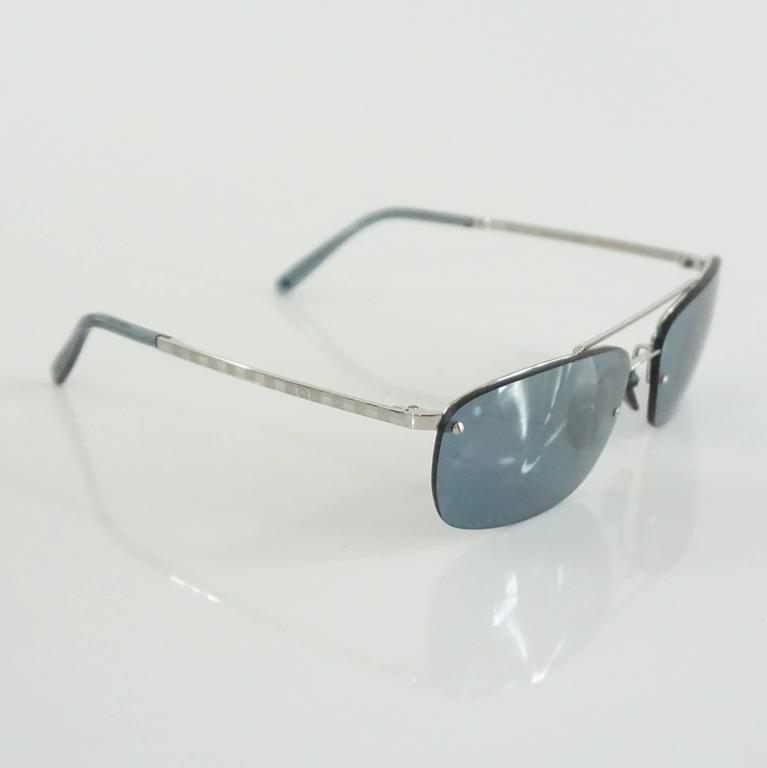 Louis Vuitton Silver Frameless Rectangular Sunglasses In Excellent Condition For Sale In Palm Beach, FL