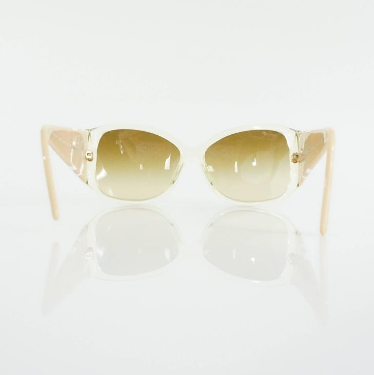 Women's Versace Beige with White and Gold Bow Detailing Sunglasses For Sale