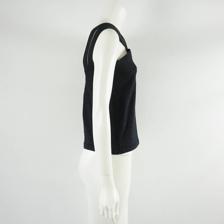 """This Oscar de la Renta black knit top has a halter style neckline that come into straight straps in the back. The piece has ample stretch and is new with tags. Size L, spring 2008 collection.  Measurements Bust: 35"""" Waist: 33"""" Length:"""
