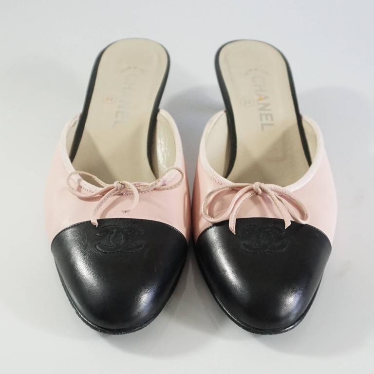 Brown Chanel Pink and Black Cap Toe Slides - 40 For Sale