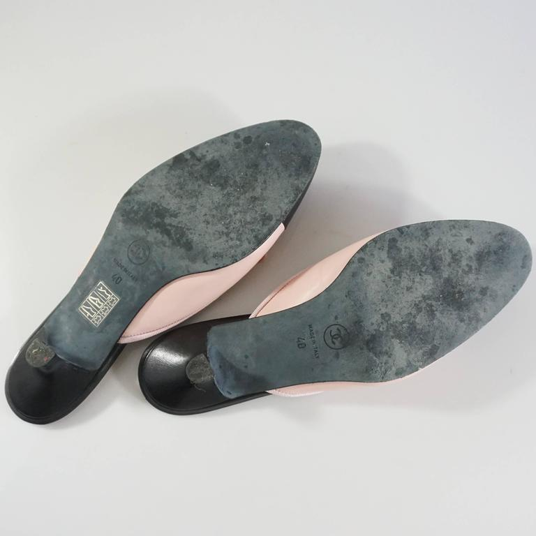 Women's Chanel Pink and Black Cap Toe Slides - 40 For Sale