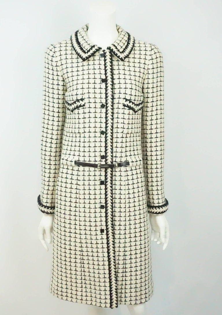 Chanel Ivory and Black Patterned Wool Coat/Dress with Belt - 36 - 00A  This very chic Ivory and Black Wool Tweed Coat can also be worn as a dress. It has 8 front black chanel buttons down the front, two front functioning pockets as well as two front